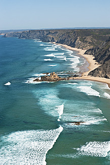 Portugal, Algarve, Sagres, View of Atlantic ocean with waves - MIRF000410