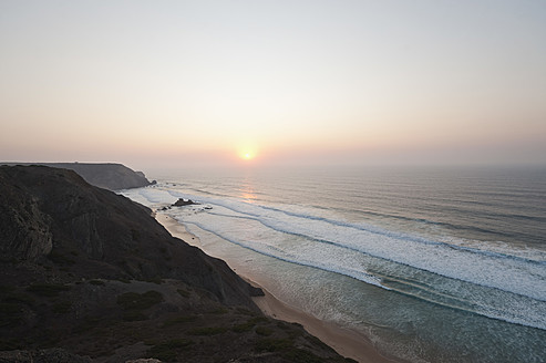 Portugal, Algarve, Sagres, View of beach at sunset - MIRF000425