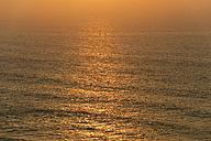 Portugal, Algarve, Sagres, View of Atlantic ocean with waves at dusk - MIRF000443