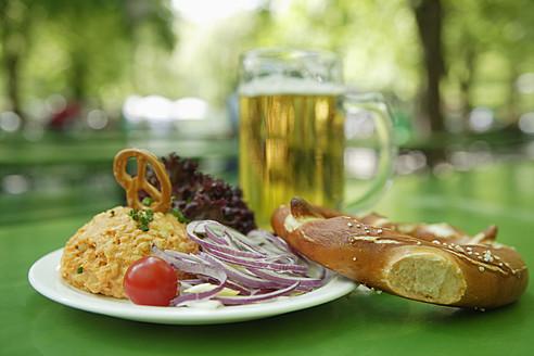 Germany, Bavaria, Munich, Vegetarian dish with mug of beer, close up - TCF002610