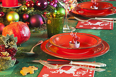 Germany, Cologne, Place setting at dining table for christmas - GWF001790