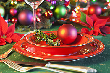Germany, Cologne, Place setting at dining table for christmas - GWF001795