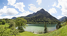 Germany, Bavaria, View of Thumsee Lake with mountain - WWF002394