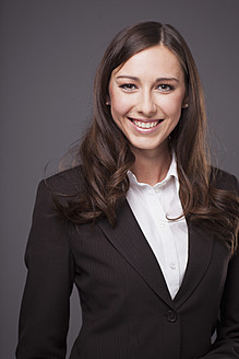 Businesswoman smiling, portrait - PRAF000003