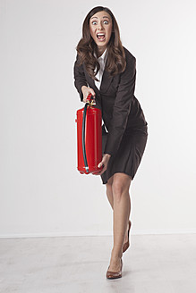 Businesswoman with fire extinguisher, portrait - PRAF000024