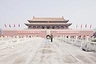 China, Peking, Solider guarding at main entrance - FL000047