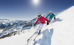 Austria, Salzburg, Young couple skiing on mountain - HHF004185