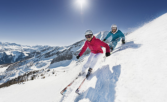 Austria, Salzburg, Young couple skiing on mountain - HHF004185