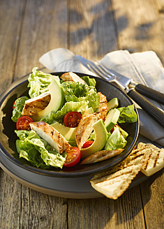 Plate of salad with chicken, close up - KSWF000826