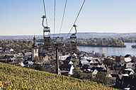 Germany, Rhineland Palatinate, Ruedesheim,  View of cable car over vineyards - GWF001803