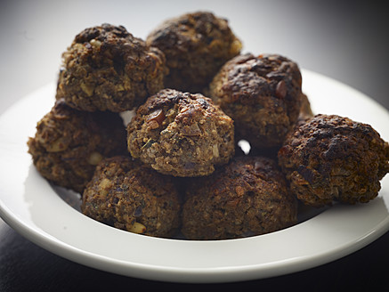 Germany, Cologne, Meatballs in plate, close up - RHYF000195
