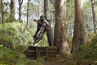 Portugal, Madeira, Mature man riding mountain bike - FFF001312