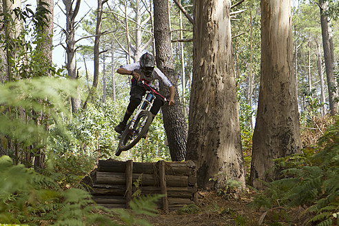 Portugal, Madeira, Mature man riding mountain bike - FFF001312