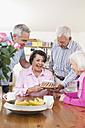 Germany, Leipzig, Senior men and women celebrating birthday - WESTF018806
