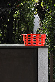 Germany, Bavaria, Empty hamper on wall - AXF000110
