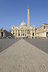 Europe, Italy, Rome, View of St. Peter's Basilica and St. peter's square at Vatican - RUEF000871