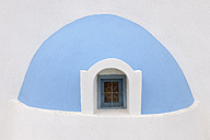 Greece, View of classical whitewashed church at Oia village, close up - RUEF000935