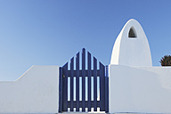 Greece, Traditionally Greek gate and chimney in oia village at Santorini - RUEF000959