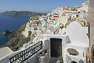 Greece, View of Oia village at Santorini - RUEF000967