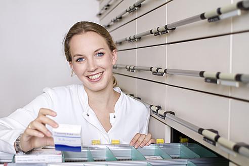 Germany, Brandenburg, Pharmacist smiling, portrait - FKF000021