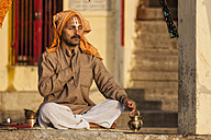 India, Uttar Pradesh, Banaras, Man praying at ghat - FO004204