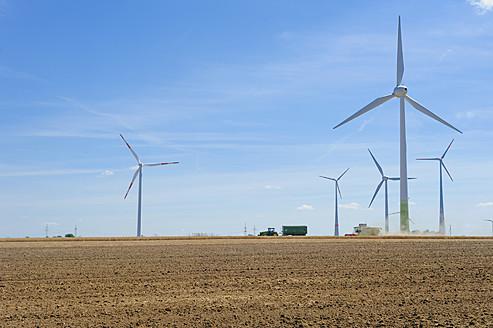 Germany, Saxony, View of wind wheel in wind park - MJF000068