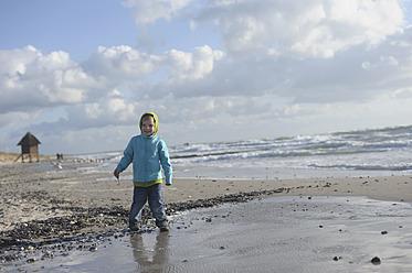 Germany,  Mecklenburg Western Pomerania, Boy standing on Baltic Sea - MJF000111
