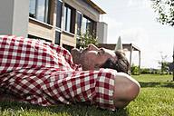 Germany, Bavaria, Nuremberg, Mature man resting in garden - RBYF000191