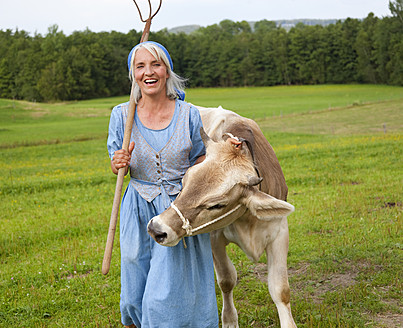 Germany, Bavaria, Mature woman with cow on farm - HSIYF000067