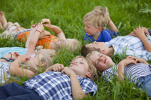 Germany, Bavaria, Group of children lying in meadow - HSIYF000153