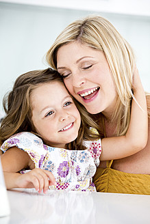 Germany, Mother and daughter smiling, close-up - RFF000031