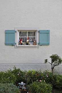 Germany, Baden Wuerttemberg, Window with shutter and garden gnomes - AXF000297