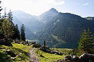 Austria, View of Lake Vilsalpsee - UMF000534