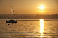 Germany, Bavaria, Sailing boat on Lake Ammersee at sunset - UMF000528