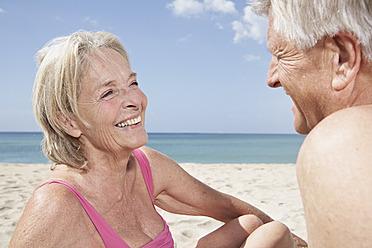 Spain, Mallorca,  Happy senior couple  at beach - PDYF000273