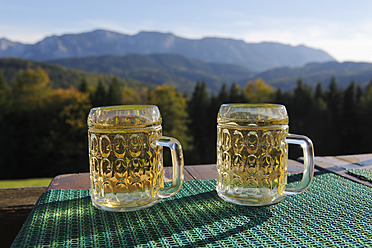 Austria, Upper Austria, Two glasses of Cider - SIEF002911