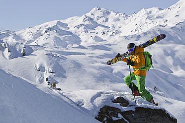 Austria, North Tirol, Mature man skiing - FFF001315