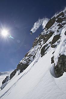 Austria, Tirol, Young man doing freeride skiing - FFF001321