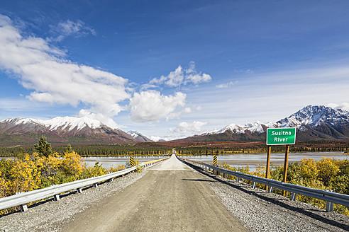 USA, Alaska, Denali Highway crossing Susitna River - FOF004462
