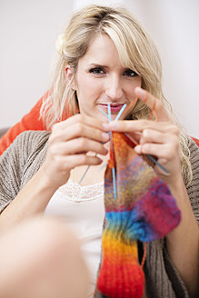 Young woman knitting, smiling - VRF000104