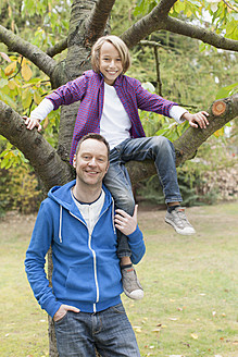 Germany, Leipzig, Father and son having fun, smiling, portrait - BMF000595