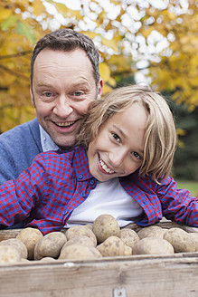 Germany, Leipzig, Father and son collecting potatoes - BMF000645
