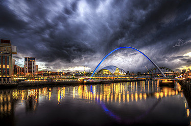 United Kingdom, England, Newcastle, View of River Tyne and Millenium Bridge - SMAF000031