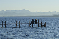 Europe, Germany, Bavaria, Man and woman relaxing at Lake Ammersee - CRF002206