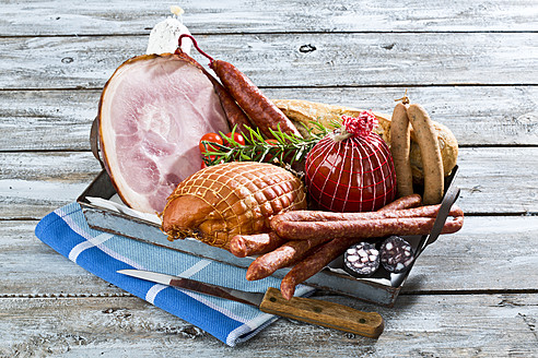 Studio, variety of ham, sausages, tomatoes, rosemary and bread, served on tray - MAEF005288