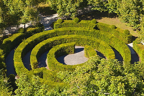 Luxembourg, View of labyrinth maze garden - WDF001353