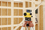 Europe, Germany, Rhineland Palantinate, Theodolite with house building, close up - CSF016016