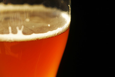 Glass of wheat beer against black background, close up - JTF000270