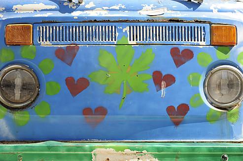 Greece, Crete, Matala, Painted hippie bus - MIZ000023