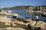 Turkey, Antalya, Boys with rowing boats on waterside - MIZ000054